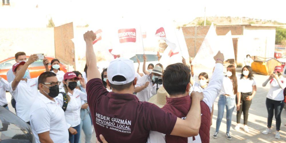 Arturo Ávila escucha problemática de vecinos en Cumbres III