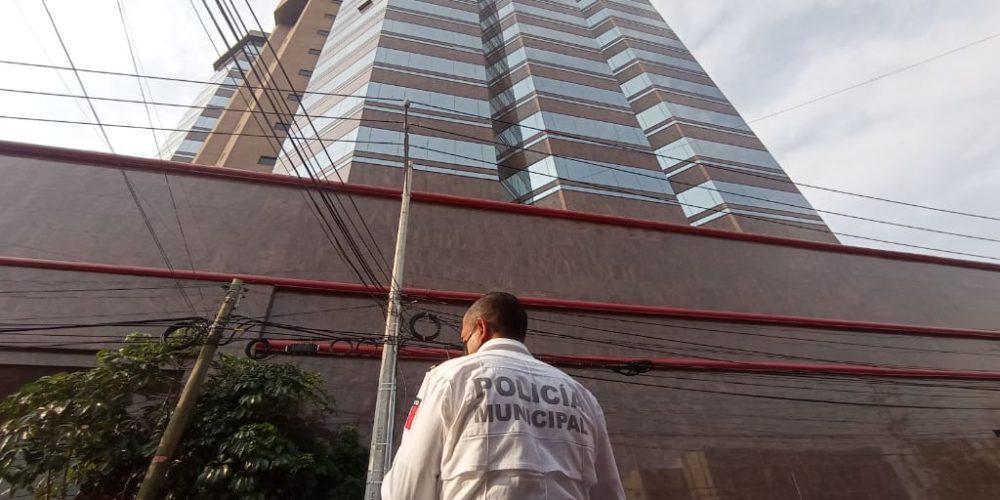 Localizan sin vida a vigilante en Torre Plaza Bosques