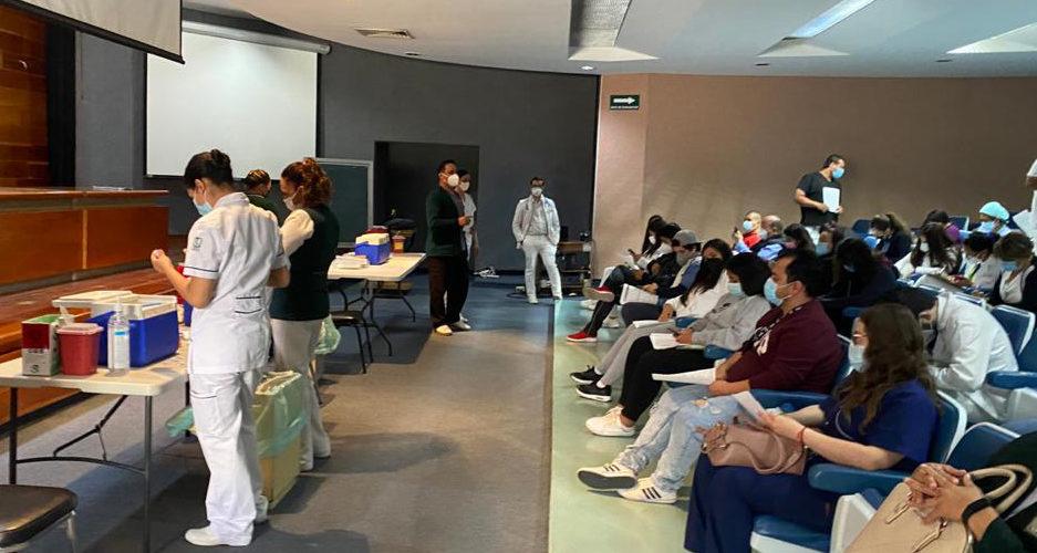 Continúa vacunación del personal del IMSS en Aguascalientes