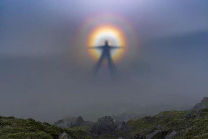 """""""Vigilantes Oscuros"""": Las figuras que aparecen en las montañas de California"""