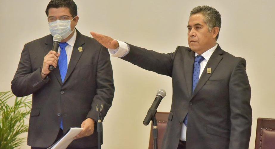 Adolfo Suárez rinde protesta como alcalde interino de Jesús María