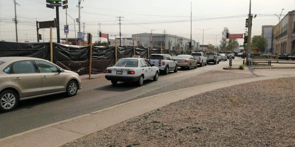 Este lunes iniciaron cierres viales por construcción de distribuidor vial en Pulgas Pandas