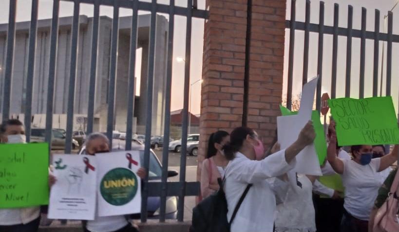 Trabajadores del Hospital Hidalgo en Aguascalientes exigen pago de bono Covid