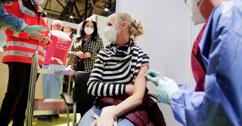 Dinamarca suspende definitivamente el uso de vacunas AstraZeneca por casos de trombosis