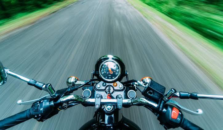 Fallece motociclista tras caída en Rincón de Romos