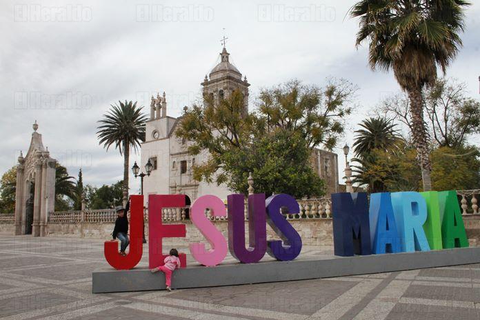 En Jesús María están inconformes con Arámbula y Espinoza: González