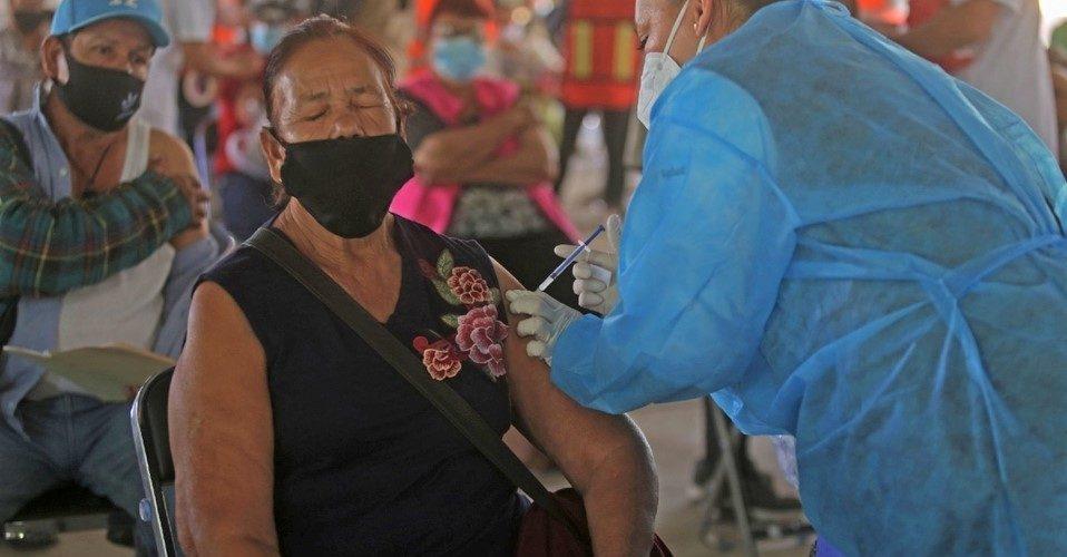 Muere mujer tras ser vacunada en Michoacán