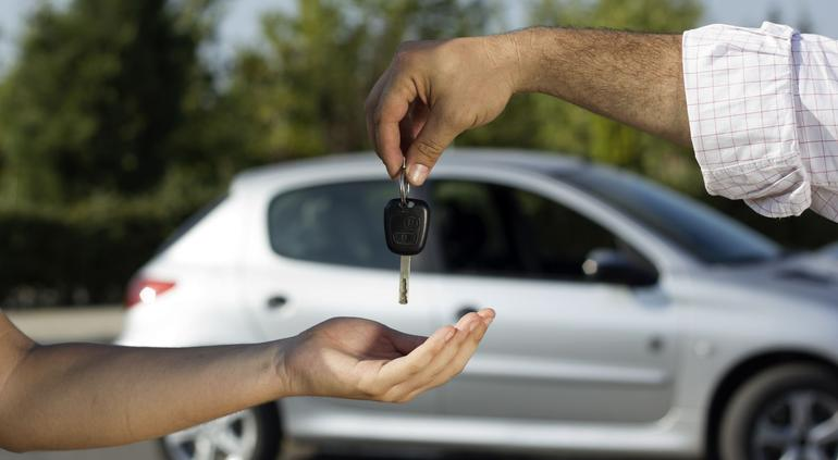 Alertan por aumento en fraudes de compra de autos con cheques sin fondos en Aguascalientes