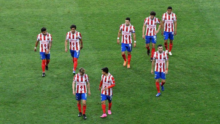 """(Video)""""Mucho sueldo, pocos hue… Respeten los colores""""; reclama afición Chiva a jugadores"""
