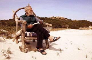 Hombre italiano abandona isla en la que vivió solo por 32 años