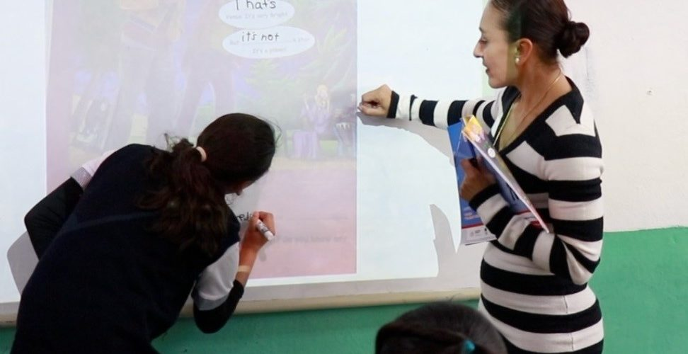 IEA abre convocatoria para contratación de asesores en enseñanza del inglés