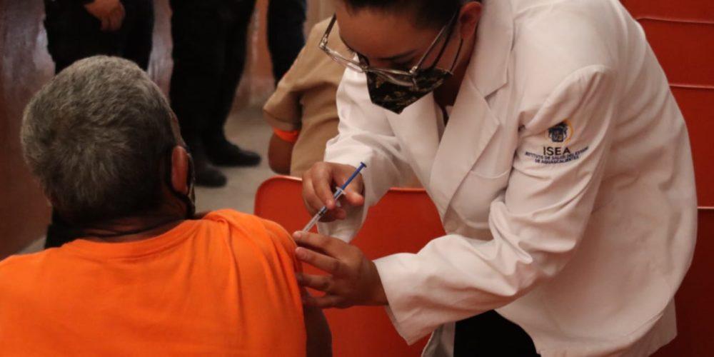 Vacunan contra el covid a internos de Ceresos mayores de 60 años