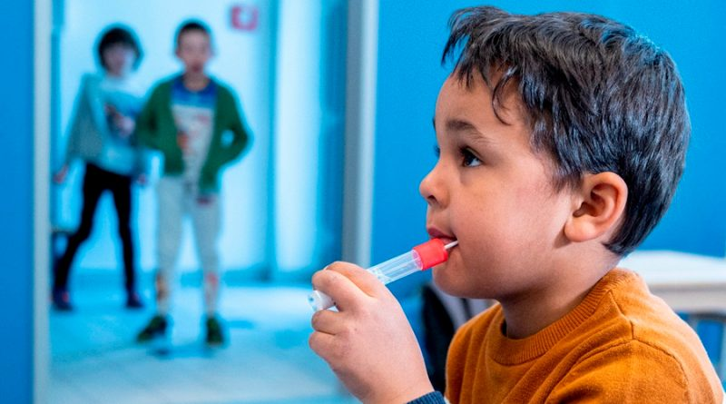 Austria prueba test de Covid-19 para niños en forma de paleta