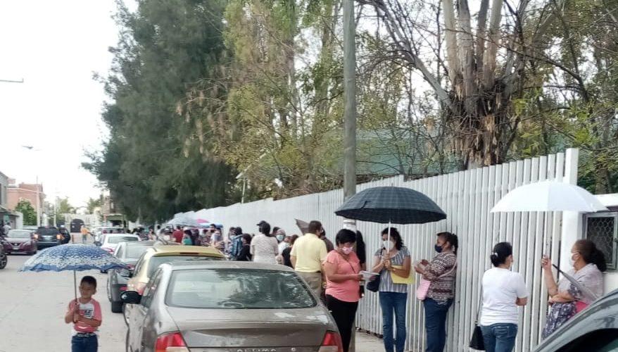 Más de 4 horas esperando fichas adultos mayores en la comunidad de Venaderos, Jesús María