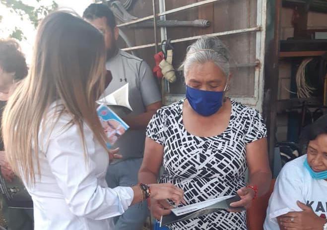 Karola Macías sigue visitando domicilios del distrito 16