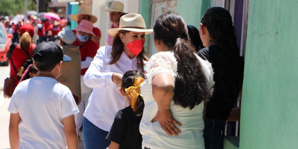 Margarita Gallegos lleva sus propuestas a más calles de San Francisco de los Romo
