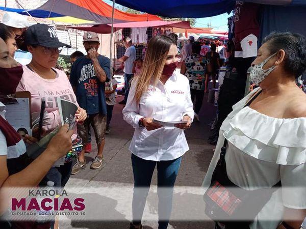 Karola Macías recorre los tianguis del distrito 16
