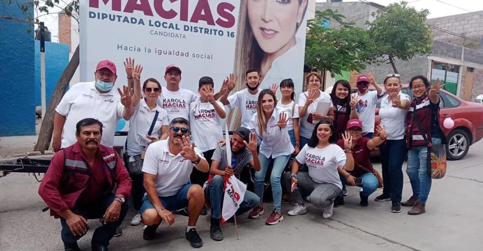 Karola Macías felicita a todas las madres del distrito 16