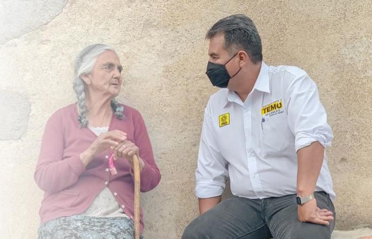 Temo Escobedo sigue llevando sus propuestas por calles del Distrito 3