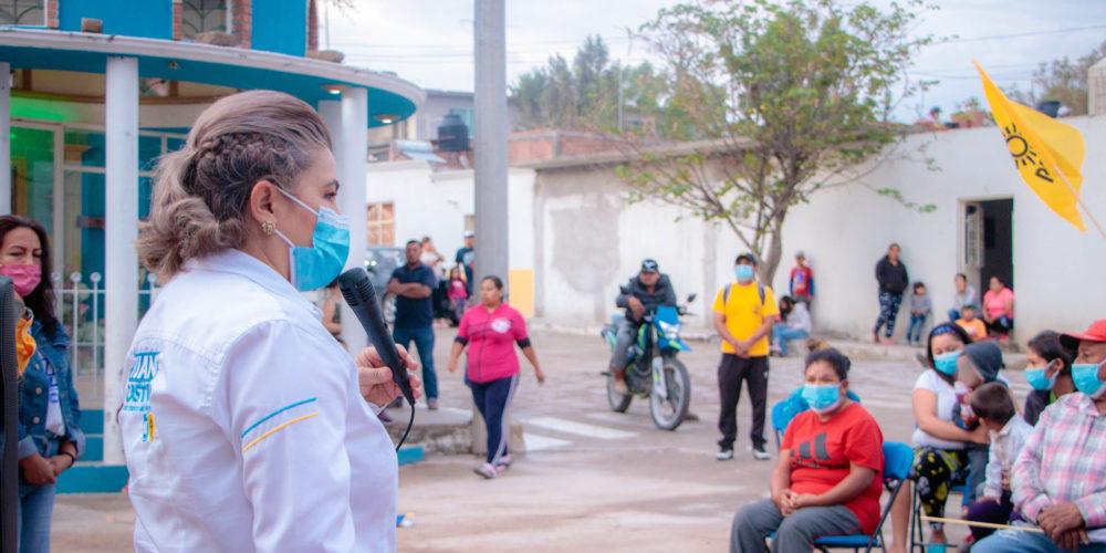 Juanis Castillo ofrece más calles pavimentadas en Rincón de Romos