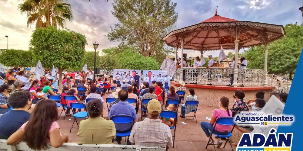 Adán Valdivia une esfuerzos con vecinos de La Panadera