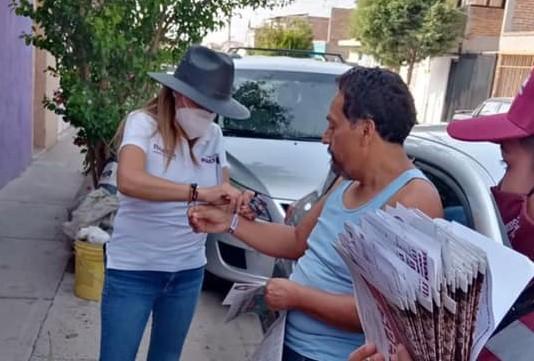 Karola Macías recorre las calles del distrito 16