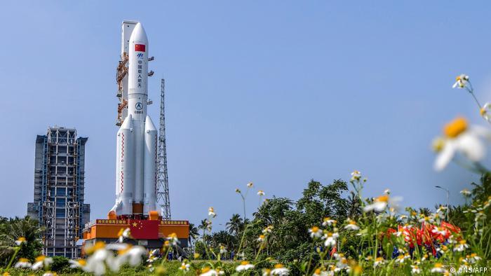 Los restos de un cohete chino podrían estrellarse pronto contra la Tierra