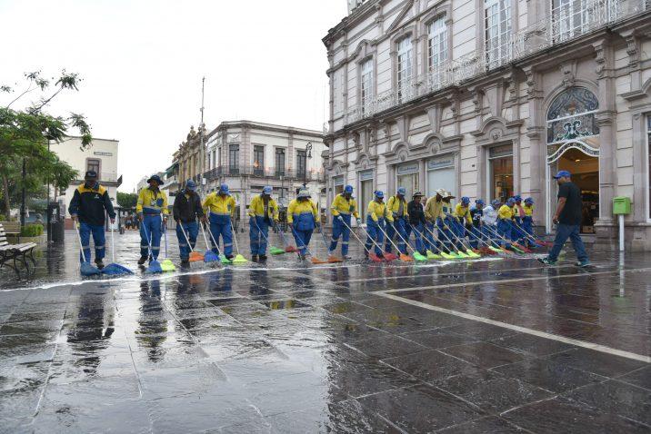 Municipio limpia espacios públicos para reducir riesgos de contagios por covid