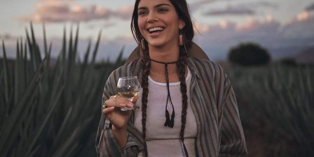 Critican a Kendall Jenner por promocionar su marca de tequila