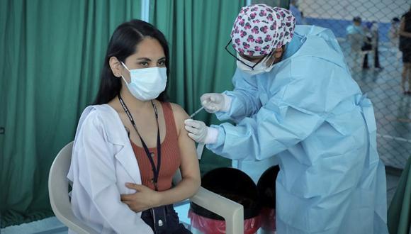 Aplican casi 6 mil dosis de vacunas a personal de salud