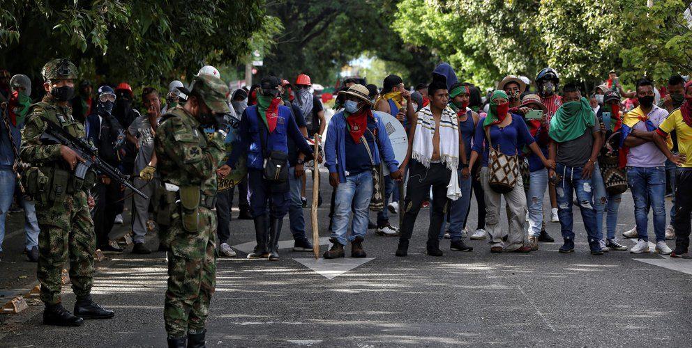 Policías hieren a indígenas que iban a protestas en Colombia