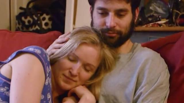 Mujer paga mil 500 pesos por una hora de abrazos en Nueva York
