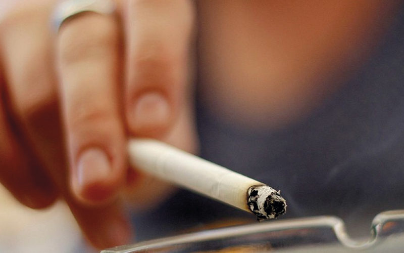 Recomiendan a fumadores extremar precauciones ante Covid
