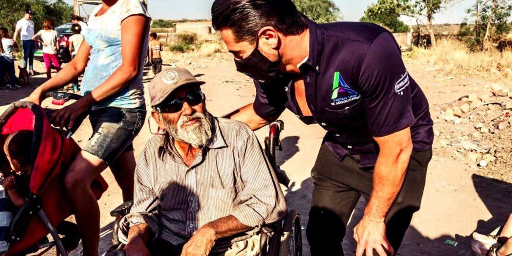 Ricardo Franco ofrece programas sociales de atención a adultos mayores