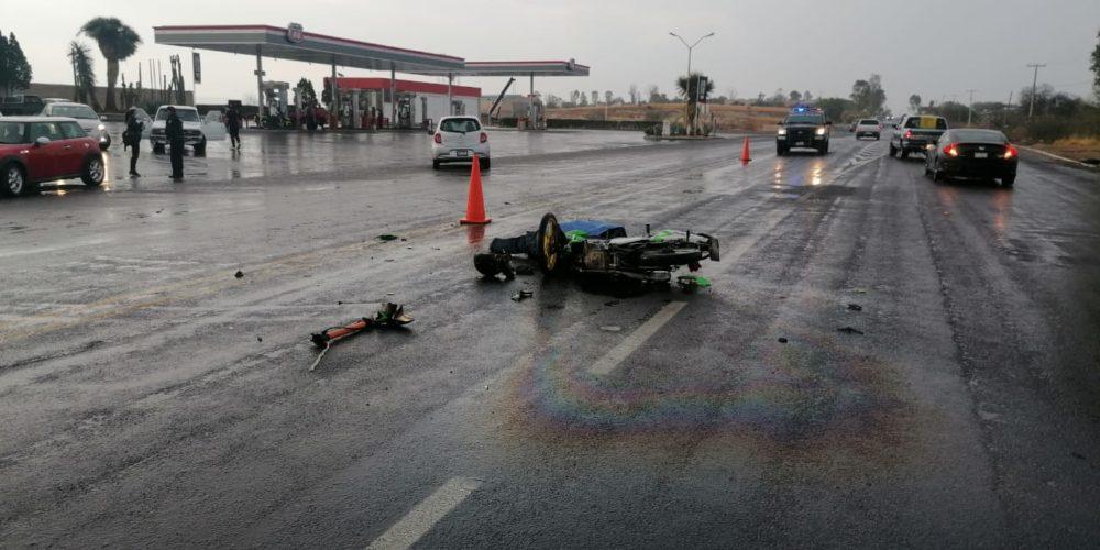 Muere motociclista tras chocar con un vehículo sobre el libramiento a Calvillo