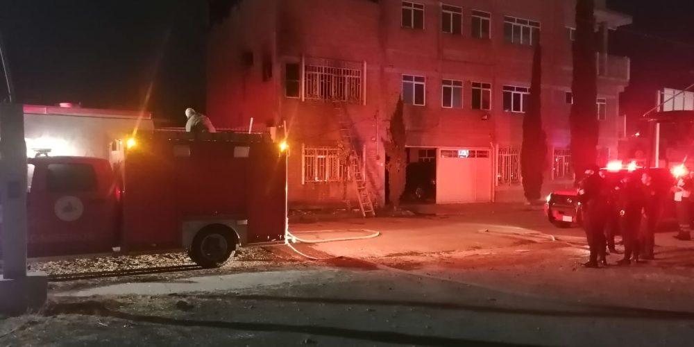 Sofocan incendio en un domicilio de Prados del Sur