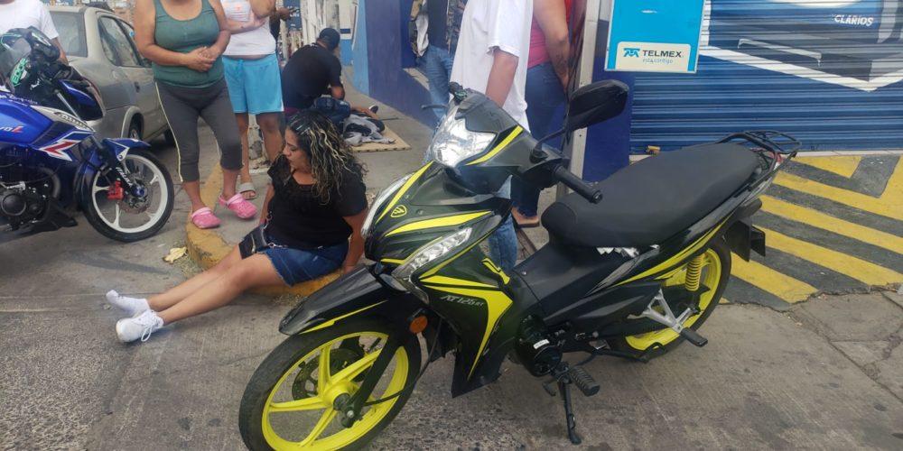Motociclista sale lesionado por un vehículo que se dio a la fuga en Rodolfo Landeros