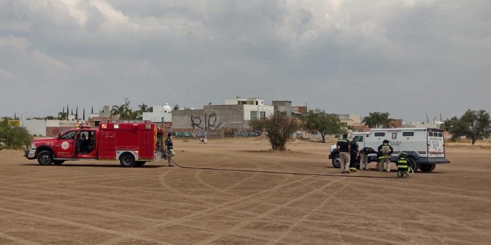 Bomberos controlan fuga de gas en un camión que transportaba dinero
