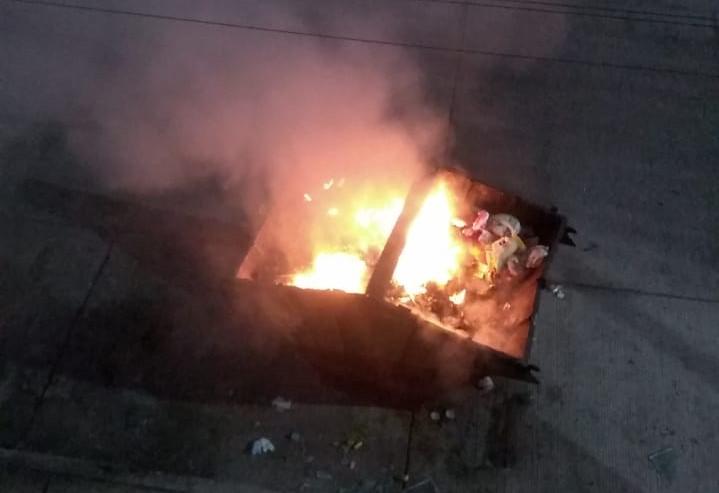 Vuelven a incendiar un contenedor de basura en el Infonavit Morelos