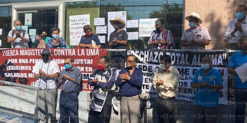 Se manifiestan maestros jubilados de Aguascalientes vs la UMA, advierten reclamo en las urnas