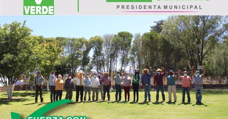 Se reunió Lety Olivares con la Asociación de Ejidos de Tepezalá