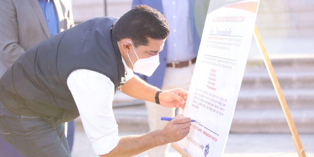 Leo Montañez firma alianza por Aguascalientes