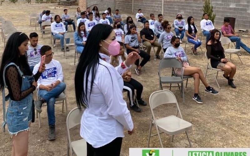 Lety Olivares se reunió con jóvenes emprendedores