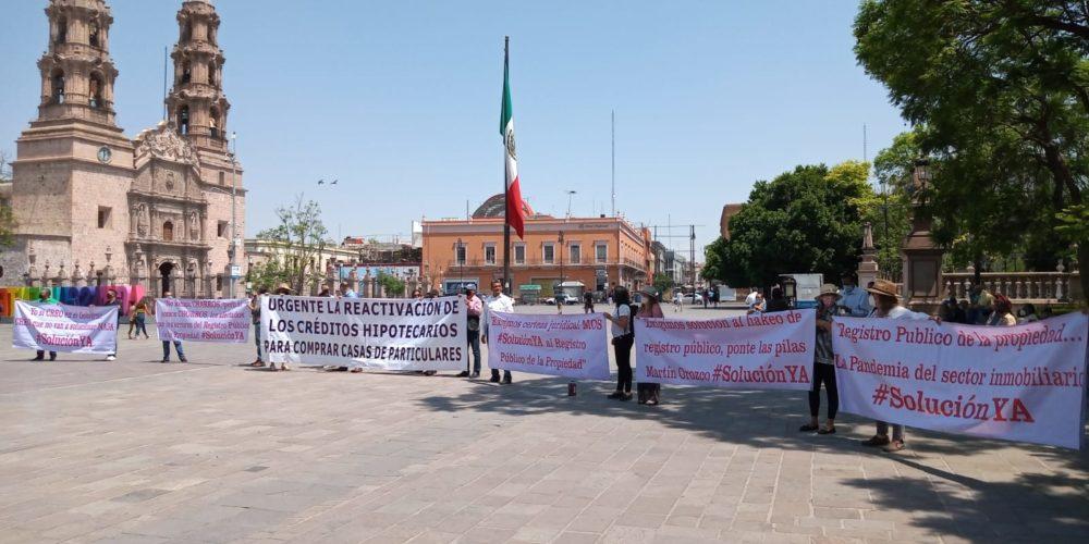 En menos de un mes, dos protestas ante palacio de gobierno por fallas en RPPyC de Aguascalientes
