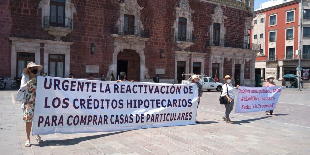 """""""Sigue igual el Registro Público"""". Vuelven a protestar ante Palacio de Gobierno"""
