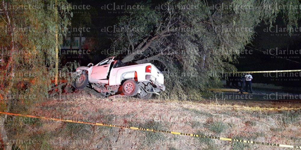 Fallece joven al estrellar su camioneta contra un árbol en Jesús María