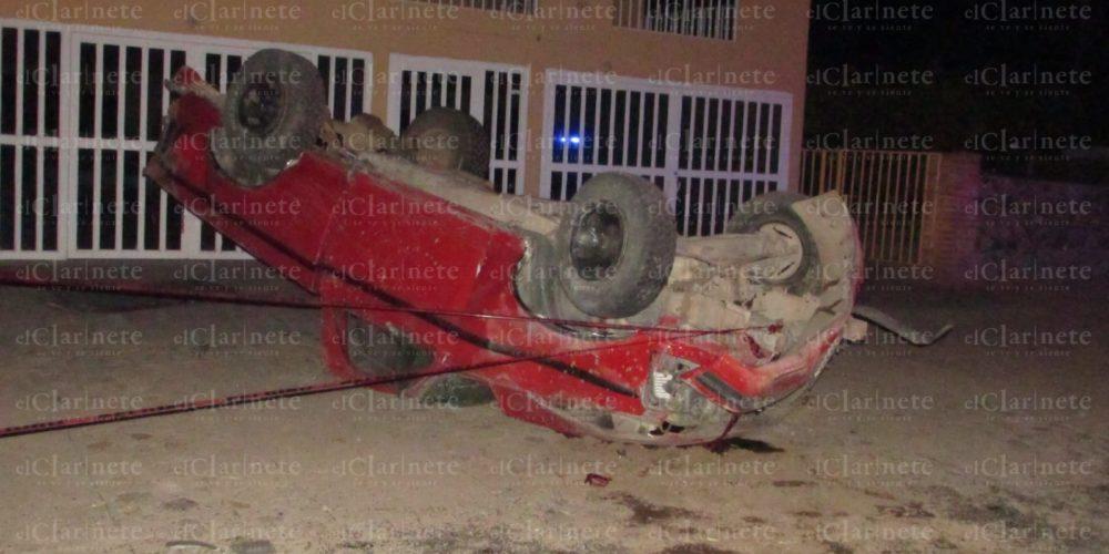 Volcadura en Calvillo dejó 1 muerto y 2 heridos