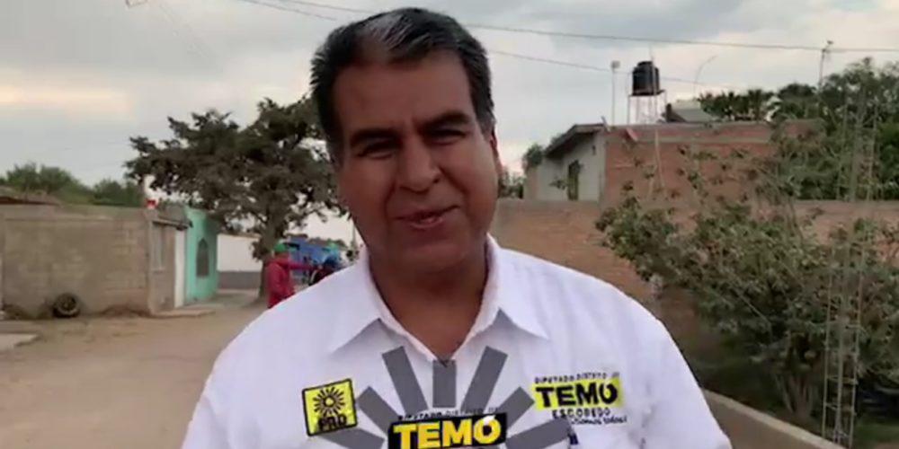 Temo Escobedo visita a vecinos de la Victoria, en Tepezalá