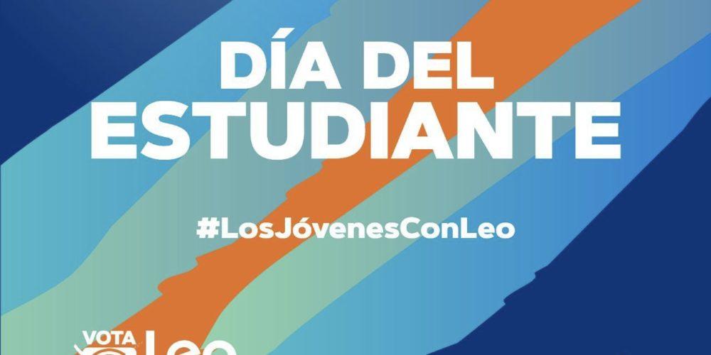 Felicita Leo Montañez a los estudiantes en su día