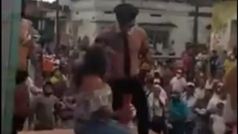 (Video)Candidato de RSP en Chiapas inicia su campaña con strippers